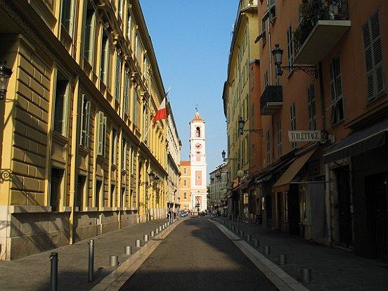 Le vieux nice rue de la prefecture le comte de nice en for Piscine vieux nice