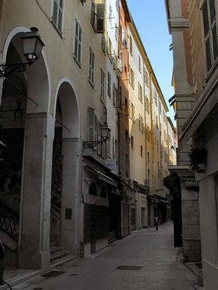 Le vieux nice la rue de la boucherie le comte de nice for Piscine vieux nice